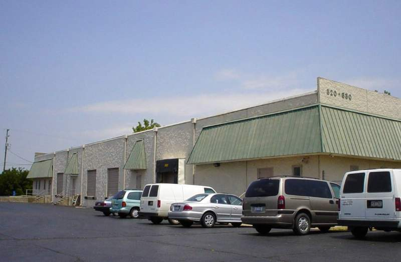 800-830 DISTRIBUTION DRIVE SELLS TO LOCAL COLUMBUS, OH INVESTOR